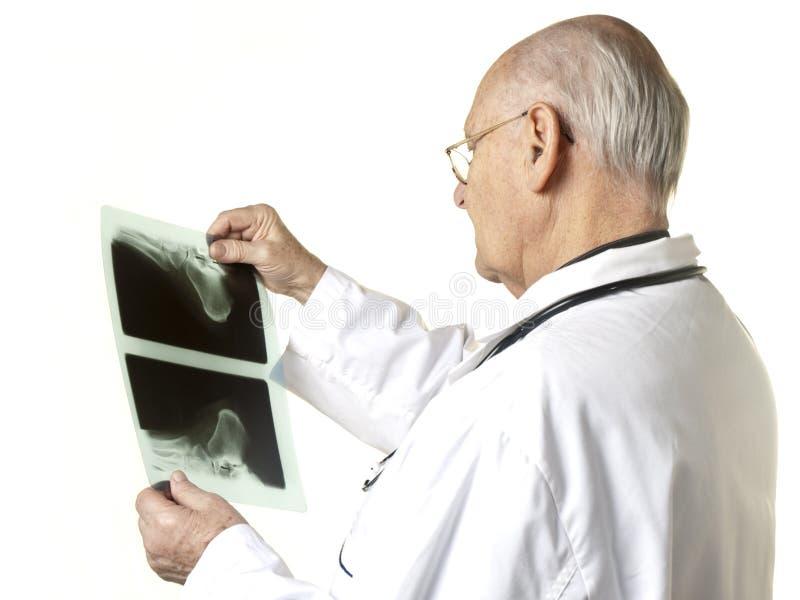 promienia doktorski przyglądający senior x obraz royalty free