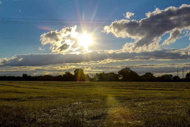 Promienie światło przez skyscape fotografia royalty free