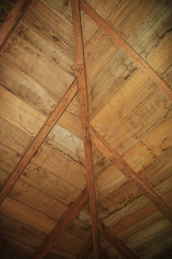 Promienie i drewniana struktura dach zdjęcie royalty free