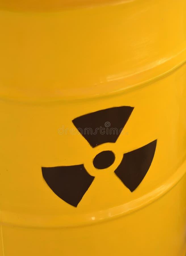 Promieniotwórcza kolor żółty baryłka jałowa szczegół fotografia obraz stock