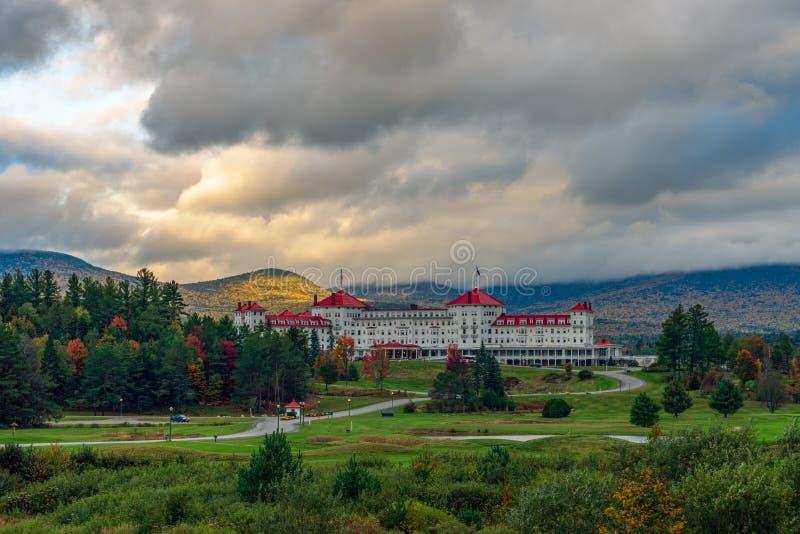 Promieniste popołudniowe światło za spektakularnym hotelem Mount Washington obrazy stock