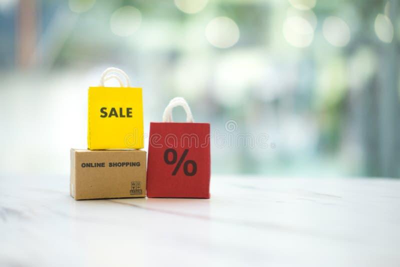Promoção da venda e do desconto da venda para planejar vendas de compra em linha do negócio da oferta especial da venda foto de stock royalty free