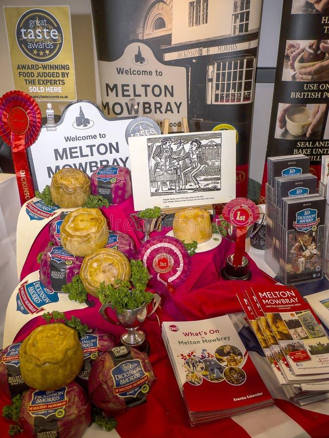 Promoção das tortas de Melton Mowbray no museu Railway nacional em York, Yorkshire Inglaterra fotos de stock royalty free