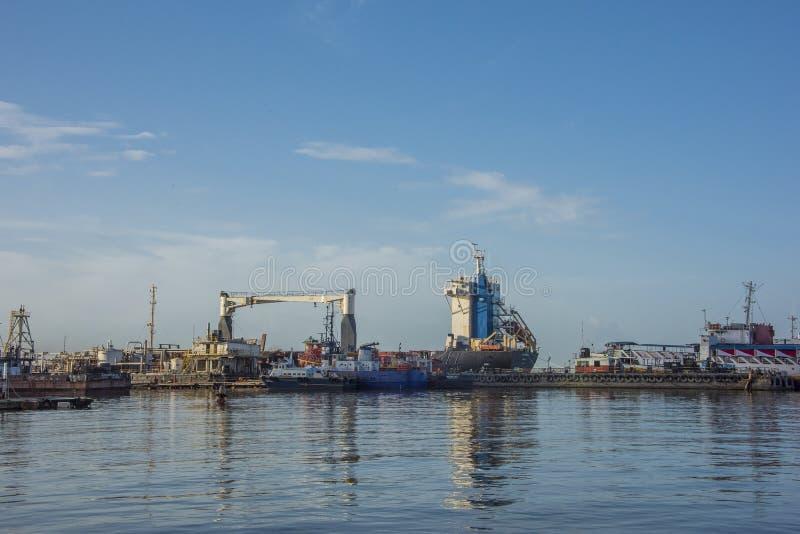 Promu dok w porcie Spain Trinidad - - obrazy royalty free