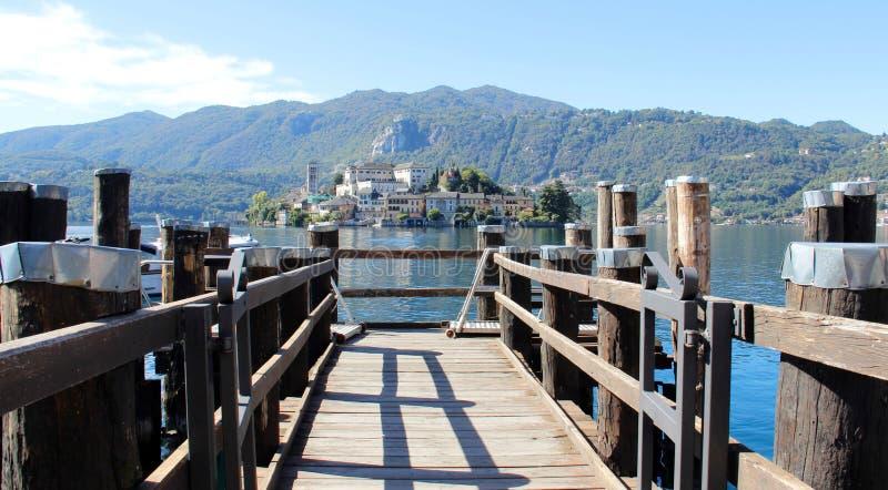Promu jeziora I portu widok obrazy royalty free