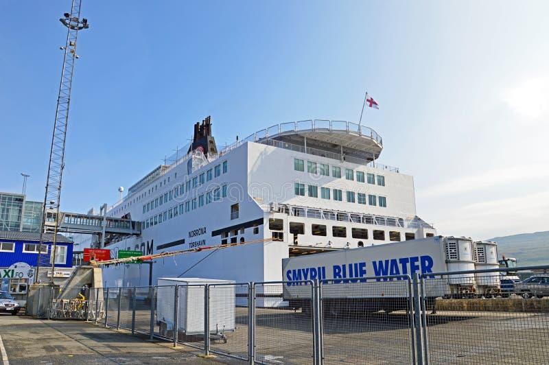 Promu statek Norröna w Torshavn fotografia royalty free