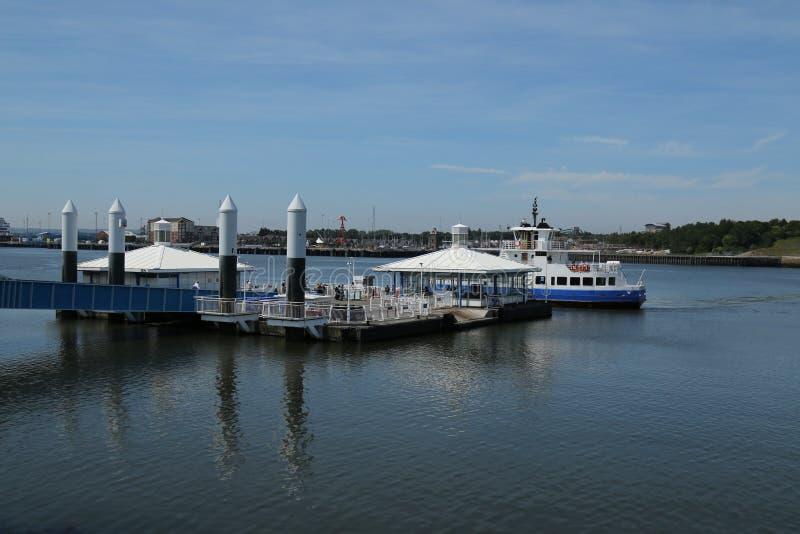 Promu Terminal pod niebieskimi niebami zdjęcie stock