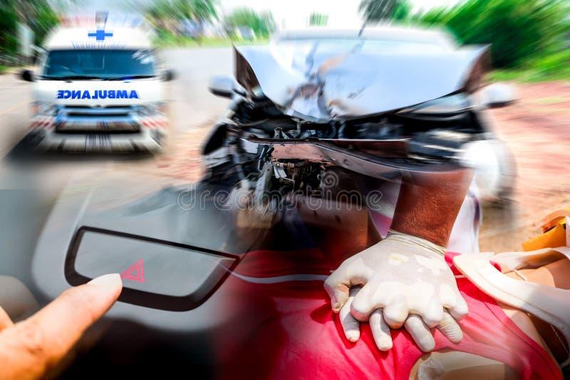 Pronto soccorso di CPR del soccorritore a vita sicura dito che colpisce la luce del commutatore di emergenza per sicurezza fotografia stock libera da diritti