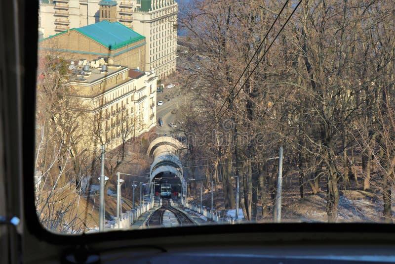 Propósito de llevar funicular de Kiev de la colina a la orilla del río imágenes de archivo libres de regalías