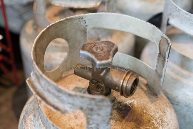 Propaancilinders die kokende brandstof houden royalty-vrije stock afbeeldingen