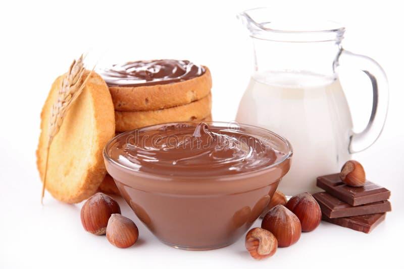 Propagação, pão e leite do chocolate foto de stock royalty free