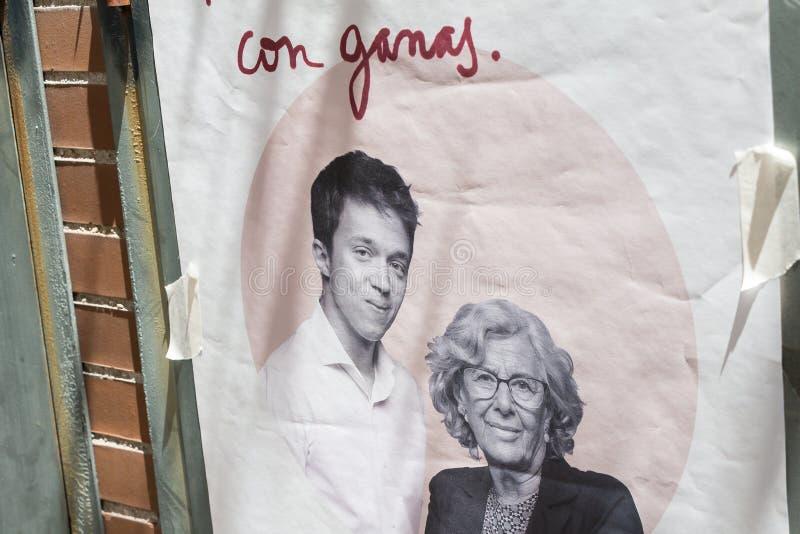 Propaganda do ³ n de ñigo Errejà do  de Manuela Carmena e de à para a eleição local do Madri foto de stock