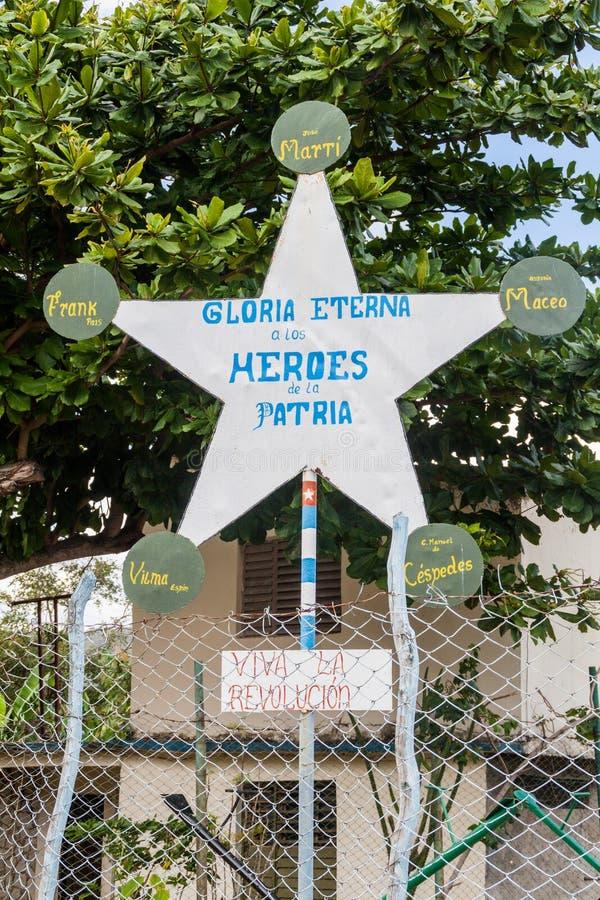 Propaganda in het dorp van Gr Cobre, Cuba Het zegt: Eeuwige glorie aan de helden van fatherlan stock afbeelding