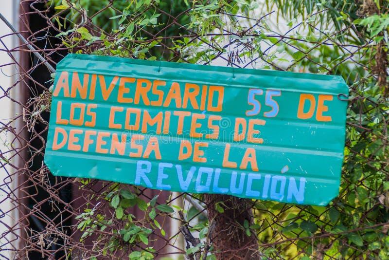 Propaganda in het dorp van Gr Cobre, Cuba Het zegt: verjaardag 55 van de Commissies voor de Defensie van Revolutio stock foto's
