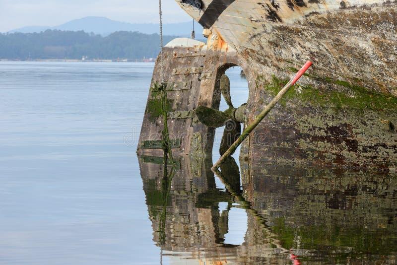 Propeller eines alten hölzernen Schiffs stockfotos