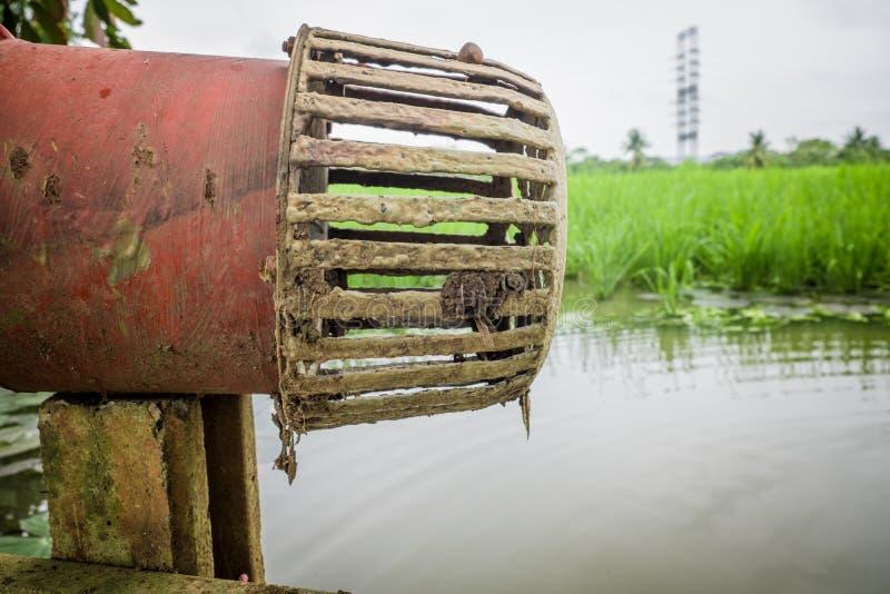 Propellerpomp voor cultuur in landbouwland stock fotografie