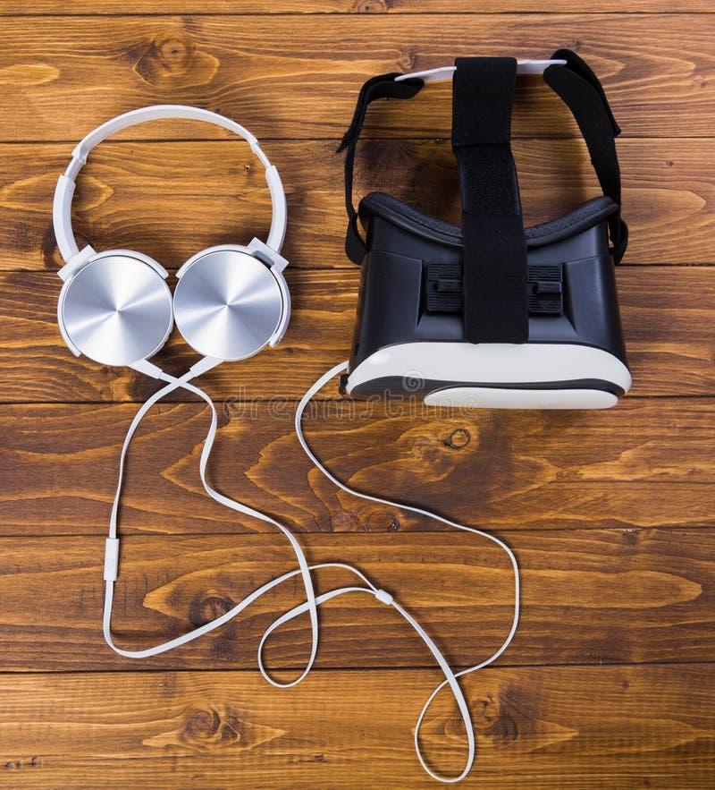 Proper VR-hörlurar med mikrofon royaltyfri bild