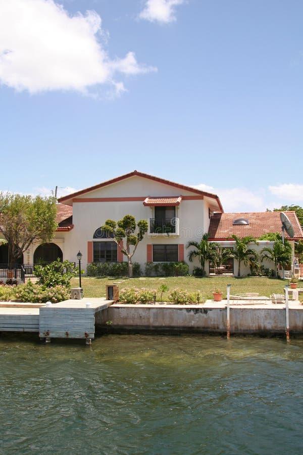Download Propiedades Inmobiliarias Costosas Foto de archivo - Imagen de isla, orilla: 1281260