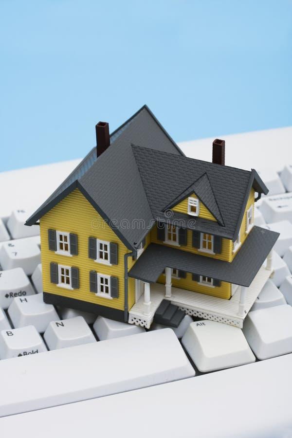 Propiedades inmobiliarias en línea imagenes de archivo