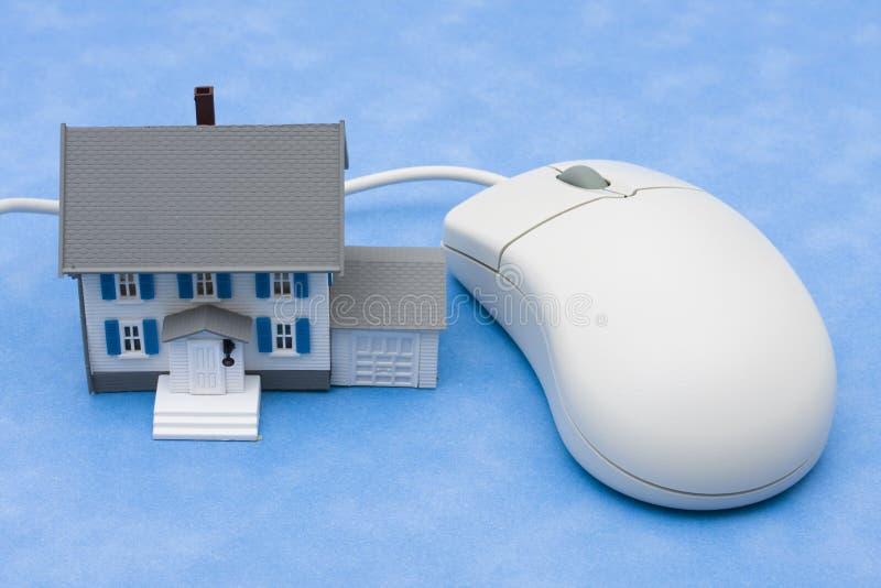 Propiedades inmobiliarias en línea fotografía de archivo libre de regalías