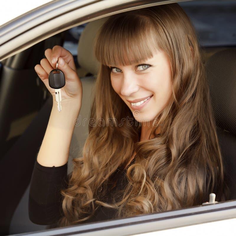 Propietario feliz del nuevo coche imágenes de archivo libres de regalías