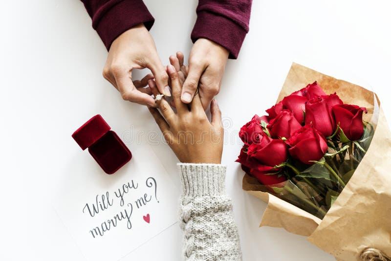 Proposition de mariage étant engagement admis photos stock