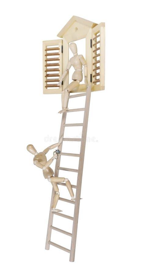 Proposta que escala na escada com anel de diamante imagem de stock