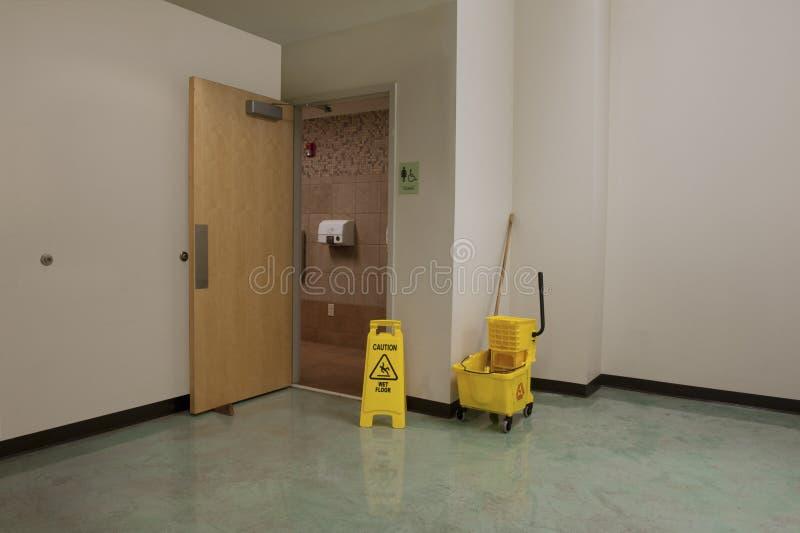 Propreté et sécurité de toilettes photographie stock libre de droits