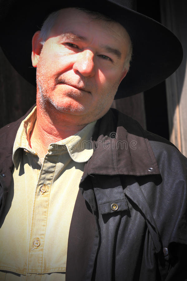 Propriétaire d'un ranch travaillant photos libres de droits