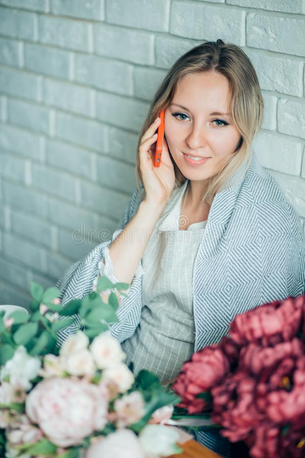 Propriétaire de boutique de Small Business Flower de fleuriste de femme photo stock