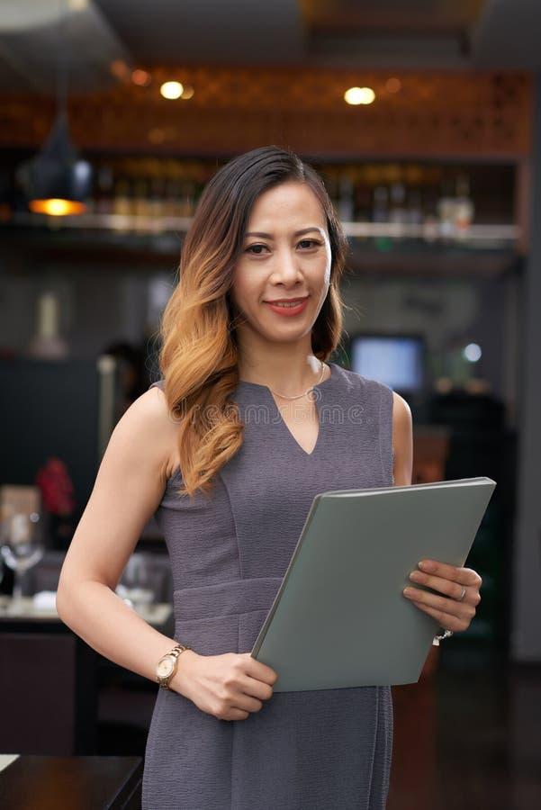 Propriétaire de restaurant féminin photographie stock