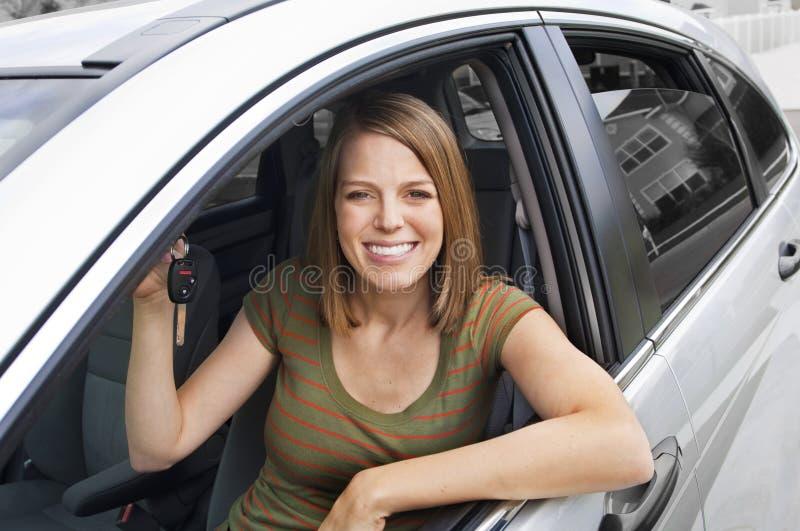 Propriétaire de véhicule neuf heureux photographie stock