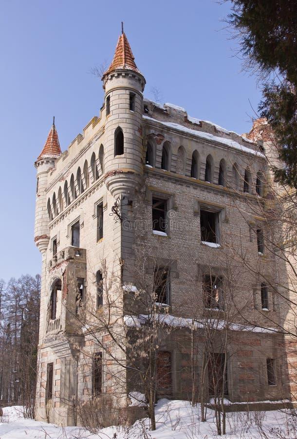 Propriedade abandonada do castelo da contagem Hrapovitsky (Rússia) fotografia de stock