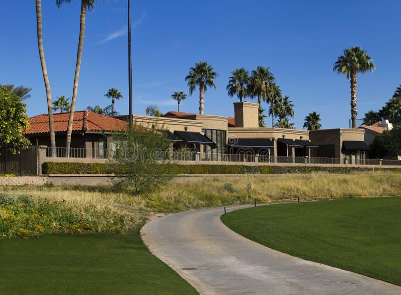 Propriedade moderna nova da casa do campo de golfe da mansão foto de stock