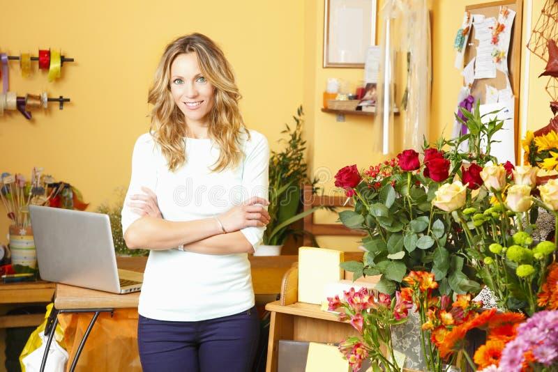 Proprietario di negozio del fiore immagine stock