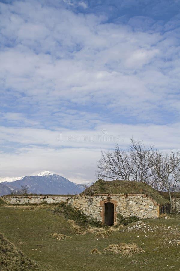 Download Proprio Forte Monte Croce Grande Immagine Stock - Immagine di croce, residui: 56877345