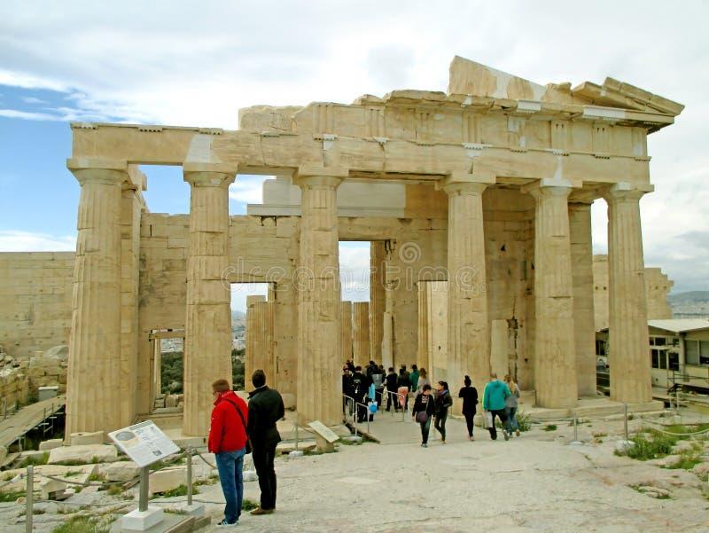 Propylaea巨大的门,入口向雅典卫城 免版税库存照片