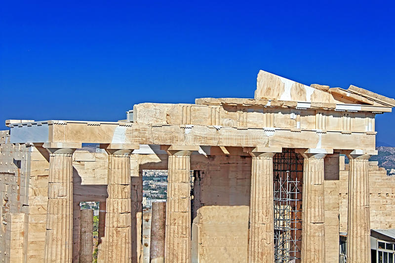 Propylaea é a entrada monumental à acrópole imagens de stock royalty free