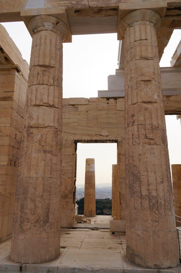Propylaea монументальный вход акрополя, Афин Греции стоковое изображение rf