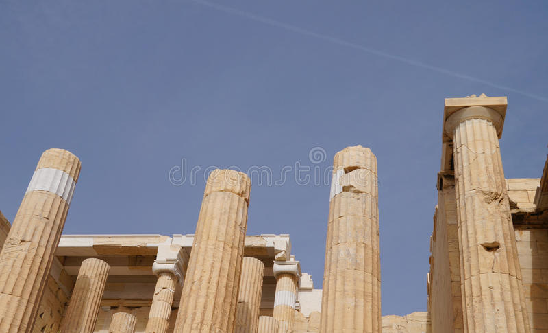 Propylaea, монументальный вход акрополя, Афин Греции стоковое изображение rf