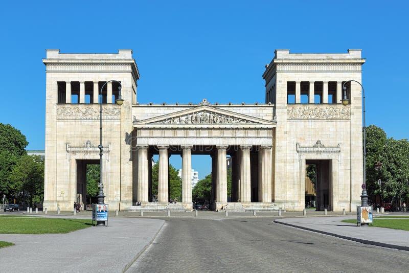 Propylaea på den Konigsplatz fyrkanten av Munich, Tyskland royaltyfri bild