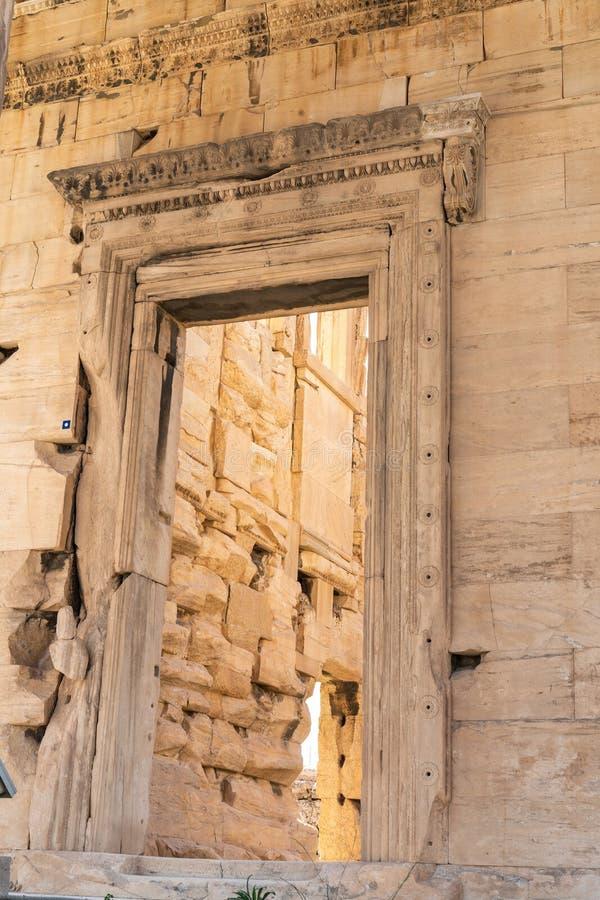 Propylaia и вход ворот Beule западный к акрополю Афина, Греции стоковое изображение rf