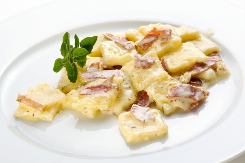 prosciutto макаронных изделия стоковое изображение rf