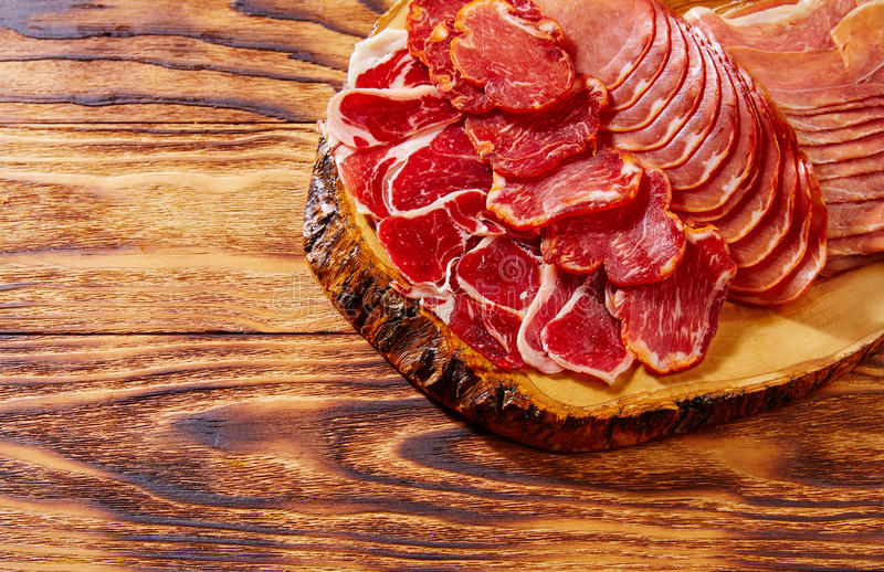 Prosciutto di Tapas Iberico e salsiccia Spagna di lomo immagine stock libera da diritti