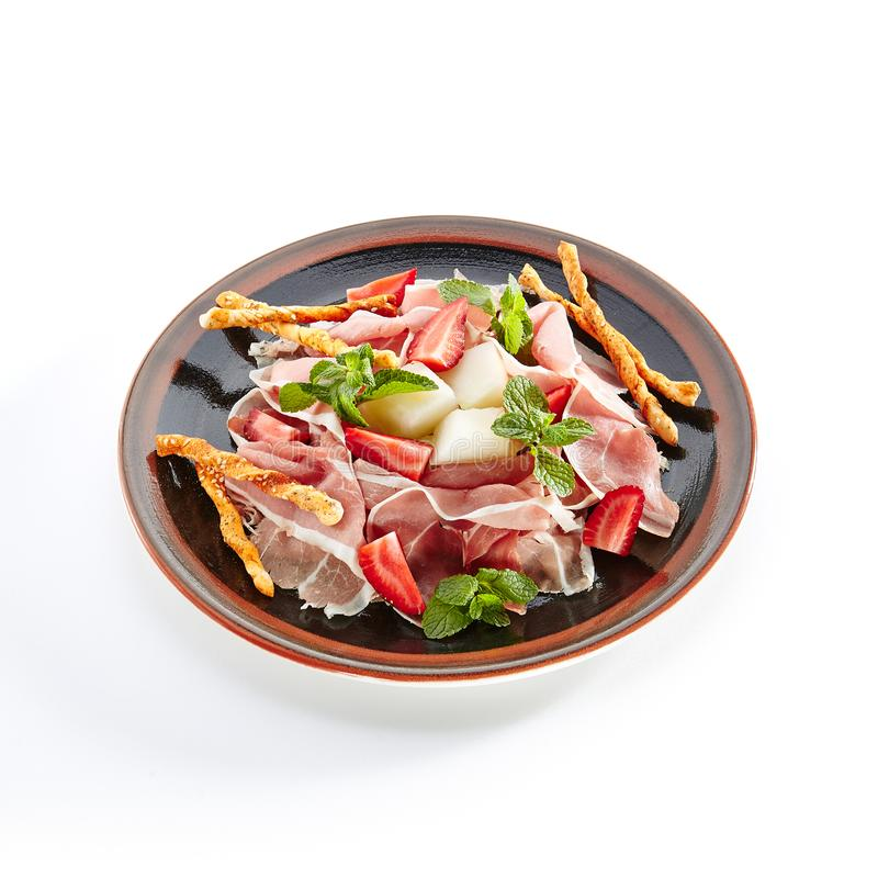 Prosciutto italien légèrement coupé en tranches photo stock
