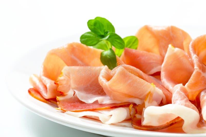 Prosciutto légèrement coupé en tranches images stock