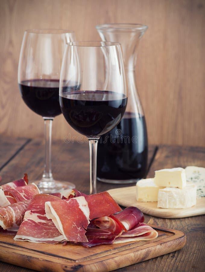 Prosciutto och vin royaltyfri foto
