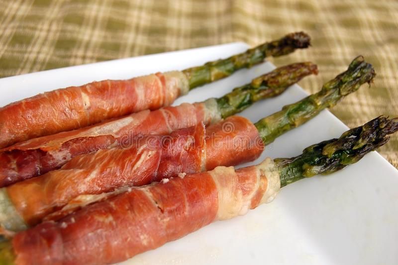 prosciutto zapakowany asparagus fotografia royalty free