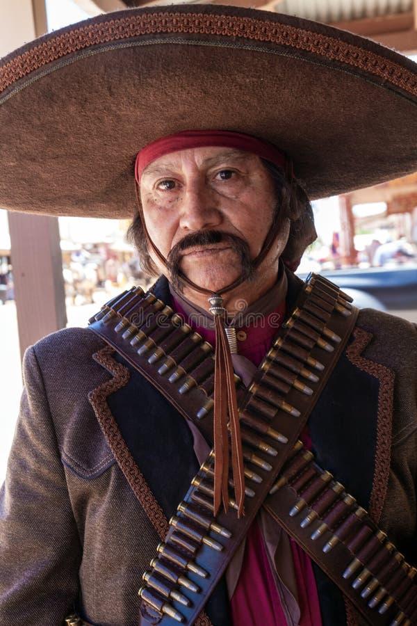 Proscrito de Bandido del mexicano en la piedra sepulcral, Arizona, celebración imágenes de archivo libres de regalías