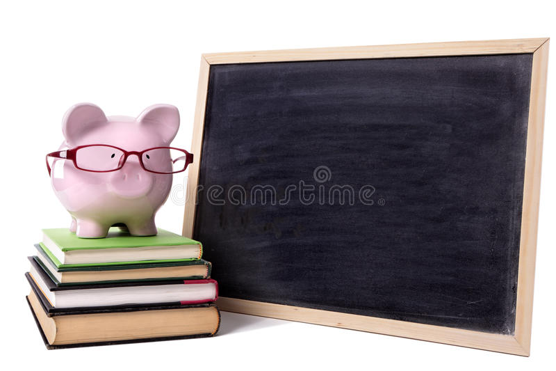 Prosiątko bank jest ubranym szkło szkoły wyższa edukaci savings planuje pojęcie obrazy royalty free